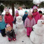 Sníh v pastelkové školce